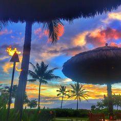 sunset on Maui. Maui Honeymoon, Maui Vacation, Dream Vacations, Vacation Spots, Aloha Hawaii, Hawaii Travel, Beautiful Islands, Beautiful Sunset, Best Places To Travel