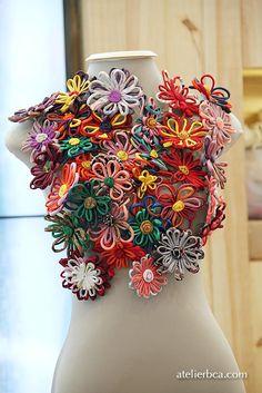 Cute daisy brooches