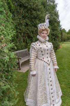 Truly and her Cinderella dress. Elizabethan Costume, Renaissance Costume, Renaissance Dresses, Medieval Costume, Renaissance Fashion, Historical Costume, Historical Clothing, Tudor Dress, 16th Century Fashion
