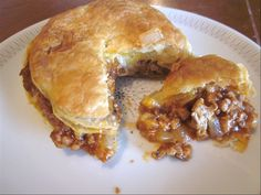 My husband is from New Zealand. In all the corner shops & little bakeries, they sell all kinds of individual pie – there are meat pies, cheese pies, meat & cheese pies. They are so go… Challenge New Zealand Meat Pie New Zealand Meat Pie Beef Pies, Mince Pies, Cheese Pies, Meat And Cheese, Mary Berry, New Zealand Meat Pie Recipe, Nz Meat Pie Recipe, Kiwi Pie, Pie Recipes