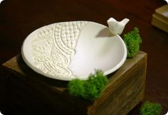 DIY jewelry dish with lace-pressed detail {Anthropologie knock off}