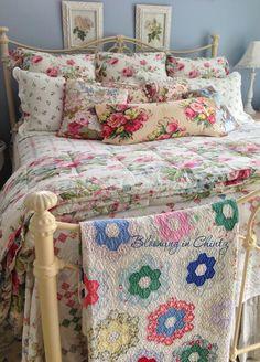 Rahna Summerlin's bedroom   www.bloominginchintz.blogspot.com