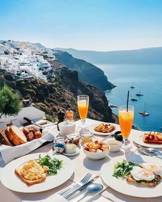 What are the Best Hotels in Santorini? The best Restaurants? How to get to Santorini? Hotels And Resorts, Best Hotels, Disney Hotels, Beautiful Hotels, Beautiful Places, Wonderful Places, Hotel Am Strand, Things To Do In Santorini, Santorini Greece