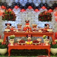 Inspiração Festa Minnie Minnie Mouse Party, Mickey Mouse, Krystal, Party Themes, Party Ideas, First Birthdays, Alice, Birthday Cake, Sweet