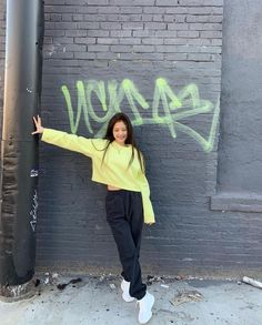 Your source of news on YG's current biggest girl group, BLACKPINK! Blackpink Jennie, Yg Entertainment, South Korean Girls, Korean Girl Groups, Blackpink Outfits, Jenny Kim, Blackpink Members, Blackpink Photos, Blackpink Fashion