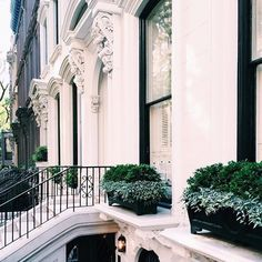 Image shared by 𝑎𝑑𝑣𝑒𝑛𝑡𝑢𝑟𝑒 💫. Find images and videos about white, house and architecture on We Heart It - the app to get lost in what you love. Exterior Design, Interior And Exterior, Outdoor Spaces, Outdoor Decor, Style Vintage, Future House, Architecture Design, Beautiful Places, Beautiful Homes