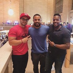 Very nice meeting y'all tonight at the Apple Store! Loved meeting you and hearing your stories. Definitely motivates me and gets me excited for what's in store! This is a #throwback pic to the original #TeamFMC - @jhonb973, @eper3z and me. Just like many of you, these guys have supported since day one. And it's great to be here to reunite with the team in the city where we first met. Thank you, #NYC! I'll see you again very soon. Boom. (traduccion abajo) Fue un placer tremendo conocerles…
