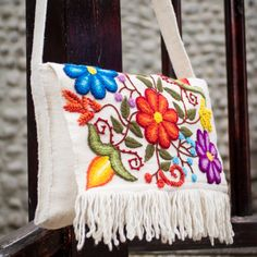Artisan Crafted Floral Wool Embroidered Handbag - Flowers in Snow Diy Mexican Embroidery, Hand Embroidery Designs, Embroidery Patterns, Embroidery Purse, Cross Stitch Embroidery, Floral Shoulder Bags, Diy Clutch, Patchwork Bags, Artisanal