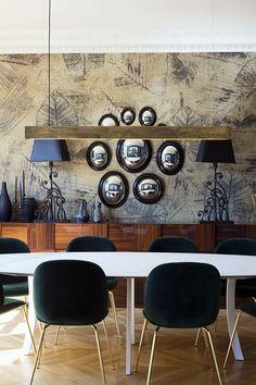 salle à manger avec papier peint