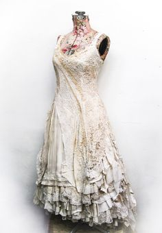 Beautiful pictures upcycled wedding dress that inspire us Quirky Fashion, Trendy Fashion, Boho Fashion, Vintage Lace, Vintage Dresses, Vintage Outfits, Tea Dresses, Altered Couture, Mori Girl