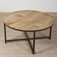 Mesa de centro en madera recuperada.  Este look puedes tenerlo con Formica rústica.  www.formica.com.co