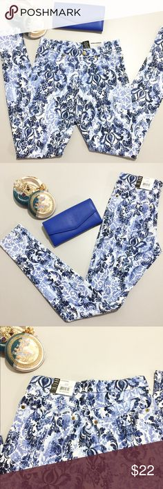 Hue Floral Leggings XS Blue floral printed. Super smooth denim leggings. Brand new with tags. Size XS. HUE Pants Leggings