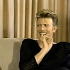 yourfluffiestnightmare:David Bowie listening to Trent Reznor while being pure