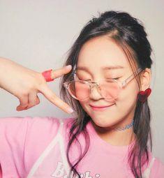 Umji~ Kpop Girl Groups, Korean Girl Groups, Kpop Girls, Gfriend Profile, Taehyung Gucci, Kim Ye Won, Popteen, Pose, Gfriend Sowon