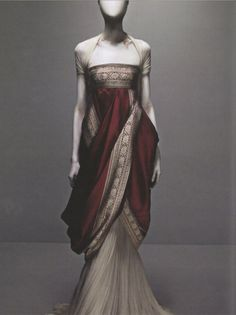 I love a good Sari (or Sari inspired outfit) Alexander McQueen's Sari Dress from Fall 2008 collection. ( He will be missed. Sari Dress, Dress Up, Style Haute Couture, Mode Editorials, Fantasy Dress, Vestidos Vintage, Mode Vintage, Vintage Modern, Mode Inspiration