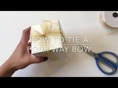 How to Tie a Perfect Bow, Basic Gift Wrapping Christmas Bows, Christmas Gift Wrapping, Christmas Crafts, Card Making, Bow Making, Bow Tutorial, How To Make Bows, Decor Crafts, Making Ideas