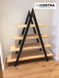 23 Clever DIY Christmas Decoration Ideas By Crafty Panda Shelf Furniture, Metal Furniture, Pallet Furniture, Furniture Design, Plant Shelves, Wood Shelves, Diy Pallet Projects, Wood Projects, Diy Home Decor