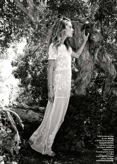 studded hearts Obsessed with her, obsessed with this editorial… Elle France June 2015 Photographer: Pamela Hanson Stylist: Friquette Thevenet Model: Erin Wasson Erin Wasson, Maggie Smith, Wedding Veils, Wedding Dresses, Lace Wedding, Pamela Hanson, Cinderella, White Dress Summer, Summer Dresses