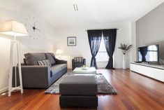 Friendly Rentals Plaza Catalunya is located in central Barcelona, next to Plaza Catalunya. It offers modern, air-conditioned apartments with free WiFi. Parquet Flooring, Floors, La Pedrera, Linen Bedding, Bed Linen, Free Wifi, Beautiful Places, Barcelona, Spain