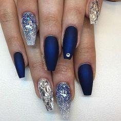 Shiny x matte midnight blue set by @solinsnaglar. #nailprodigy