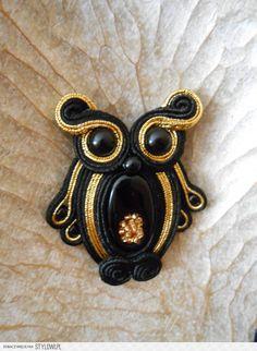 Stylowi.pl - Odkrywaj, kolekcjonuj, kupuj Shibori, Soutache Tutorial, Jewelry Crafts, Handmade Jewelry, Soutache Necklace, Boho Accessories, Beaded Animals, Beaded Brooch, Macrame Jewelry