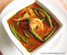 Curry rouge aux crevettes - très bon avec brocoli, poivron et courgettes. Et surtout très rapide à préparer! (pas obligatoire de blanchir les pois)