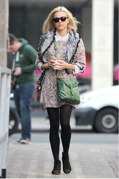 A friend of mine recently told me to look up Fearne Cotton, because she thought I would dig her style. Fearne Cotton, Fashion News, Fashion Trends, Cotton Style, Casual Street Style, Minimalist Fashion, Minimalist Style, Her Style, Boho Style