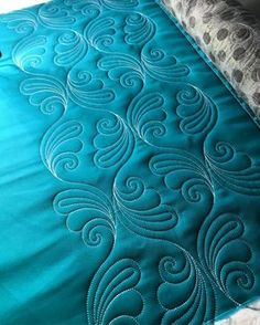 I like the variety-with-consistency in this Feathers quilting design. I think this is a computerized design, but since I FMQ, the same idea could be used for Free-Motion Quilting.