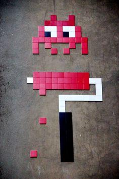 1 keer rollen met rood en weg is de space invader space invader :)