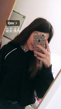 day of school :) Snapchat Picture, Instagram And Snapchat, Instagram Story, Teenage Girl Photography, Girl Photography Poses, Cool Girl Pictures, Girl Photos, Tmblr Girl, Cartoon Girl Images
