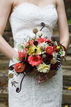 Perfect fall #bouquet with Uluhe Hawaiian fern fiddleheads.   Photography: Genevieve Nisly Photography - genevievenisly.com  Read More: http://www.stylemepretty.com/2014/07/02/intimate-ohio-wedding-at-the-club-at-hillbrook/
