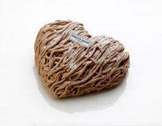 Cœur Mont Blanc Pâtisserie de saint valentin chez Sébastien Gaudard #valentinesday #saintvalentin #coeur #SébastienGaudard http://www.cestmoilechef.fr/les-patisseries-de-la-saint-valentin-les-grands-patissiers/