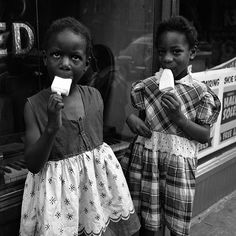 New York, by Vivian Maier critically acclaimed US documentary street photographer Photography Gallery, Color Photography, Vintage Photography, Street Photography, Camera Photography, Urban Photography, Famous Photography, Children Photography, North Shore
