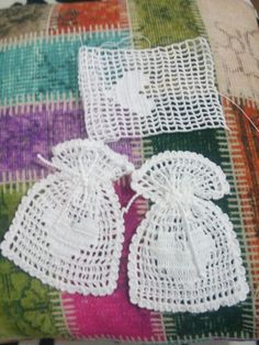 Best crochet lace bag christmas gifts ideas Source by josiedoone < Br > Crochet Sachet, Free Crochet Bag, Mode Crochet, Crochet Gifts, Crochet Motif, Diy Crochet, Crochet Doilies, Thread Crochet, Crochet Toys