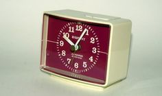 A Radiant alarm clock just like this one would wake me up during my school years. OK, that is not a nice memory, but the design is still so cool. Collections Of Objects, I School, Wake Me Up, Best Memories, Alarm Clock, Nostalgia, Cool Stuff, Nice, Inspiration