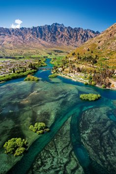 Queenstown, Otago, South Island, New Zealand ♥ Seguici su… Places To Travel, Places To See, Travel Destinations, Travel Tips, Wonderful Places, Beautiful Places, Destination Voyage, New Zealand Travel, Adventure Is Out There