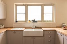 Lipped or Flush Timber Casement Windows By Bereco 1930s Kitchen, Old Kitchen, Kitchen Ideas, Kitchen Reno, Country Kitchen, Modern Farmhouse Kitchens, Home Kitchens, Worktop Designs, Worktop Ideas
