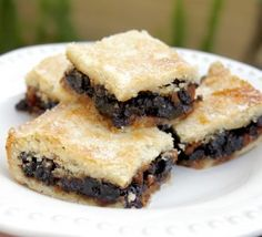Scottish Fruit Slice, Fruit Squares, Fly Cemetery or Fly's Graveyard (Oh My!) Scottish Fruit Slice is a classic Scottish teatime treat. Give it a try and you'll understand its appeal. Scottish Dishes, Scottish Recipes, Irish Recipes, Sweet Recipes, European Dishes, English Recipes, Xmas Recipes, Uk Recipes, Family Recipes