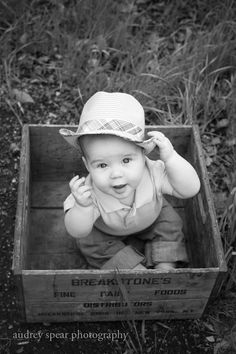 6 month baby picture ideas it's cute but I don't know why that's baby is in a box. Are thy like going to ship him or like sell him? I just like the angle and the hat. Baby Boy Photography, Old Photography, Children Photography, Cowboy Photography, 6 Month Pictures, 6 Month Baby Picture Ideas, Baby Boy Photos, Baby Pictures, Baby Monat Für Monat