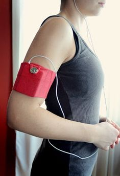 DIY iPod Case For Doing Sports | Shelterness - I use my cell phone for my work out music, so I'm going to make one of these and make a little pocket for my car key too.