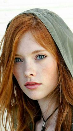 Cinnamon Copper Hair Colors and Cinnamon Copper Hair Color Dye Cinnamon copper, which is a hair color that suits the spring and summer season, is an ideal color for those who want to enter this summer with a dif. Beautiful Freckles, Beautiful Red Hair, Beautiful Eyes, Pretty Redhead, Redhead Girl, Irish Redhead, Red Hair Freckles, Red Hair Blue Eyes, Teal Hair