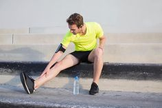 Nearly every runner has experienced shin splints at one time or another. Expert Sascha Wingenfeld shows you how you can prevent and relieve lower leg pain.