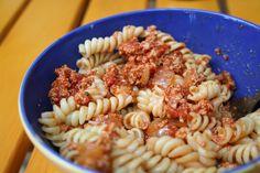 Mittags gab es bei Carola Tofubolognese vom Vortag und die Erkenntnis, dass die Bolognese nach 24 Stunden ziehen noch besser schmeckt als frisch zubereitet! Yummy...