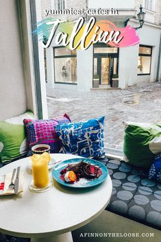Would you be surprised to hear Tallinn's Old Town area is absolutely swarming with great cafes to take a rest in? Here are a few of my favorites! Food Places, Places To Go, Types Of Alcoholic Drinks, Group Travel, Family Travel, Hotel Spa, Foodie Travel, Old Town, Traveling By Yourself