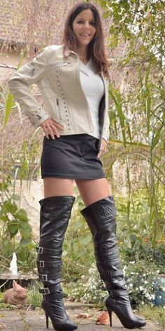 Above knee boots Sexy Boots, Black Boots, Long Boots, Above Knee Boots, Thigh High Boots Heels, Cute Girl Outfits, Short Outfits, Blog, Leather Boots
