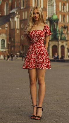 Beautiful Legs, Gorgeous Women, Amazing Women, Tight Dresses, Sexy Dresses, Short Dresses, Elegantes Outfit Frau, Moda Floral, Foto Top