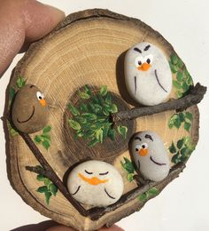 Pebble art diy projects trees 67 new Ideas Stone Crafts, Rock Crafts, Cute Crafts, Diy And Crafts, Arts And Crafts, Pebble Painting, Pebble Art, Stone Painting, Rock Painting