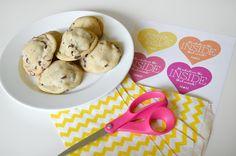 Free Printable tag for Oreo-stuffed cookie wedding favor, edible wedding favors, MarryThis.com, budget wedding favor, pink and yellow wedding,