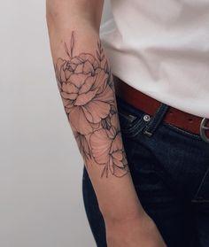 Alina Tu 🐰 on Instag Cute Simple Tattoos, Simple Forearm Tattoos, Forearm Sleeve Tattoos, Small Tattoos, Forarm Tattoos, Body Art Tattoos, Girl Tattoos, Tatoos, Line Work Tattoo