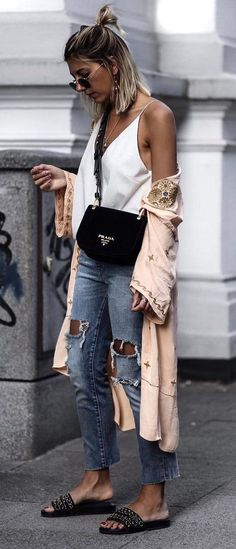 boho chic top blush cape bag ripped jeans flip flop - The latest in Bohemian Fashion! These literally go viral! Mode Outfits, Chic Outfits, Spring Outfits, Fashion Outfits, Summer Outfit, Fashion Mode, Boho Fashion, Fashion Trends, Style Fashion